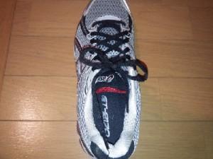 靴紐の長さが違うとほどけやすくなります。